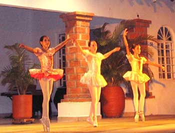 Vallarta Ballet Students