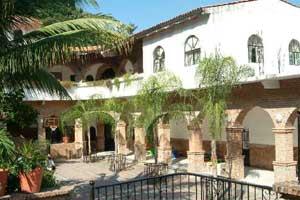 rise courtyard